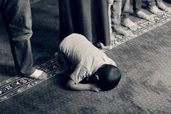 kid-praying-muslim-islam-faith-Image-by-Samer-Chidiac خلفيات بوربوينت اسلامية